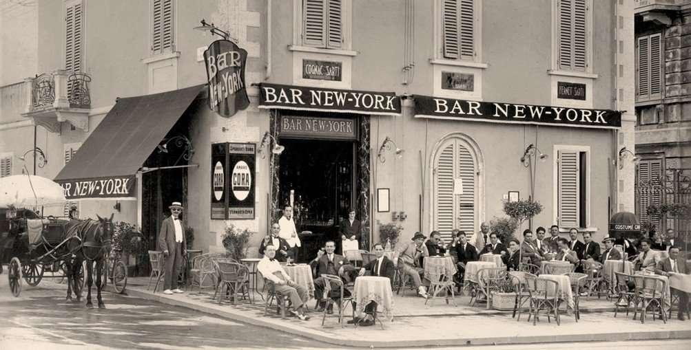 """Achter in de """"Bar New York""""is de koffiebranderij Caffè New York ontstaan."""